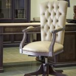 Кресло вращающееся с подлокотниками, натуральная кожа в кабинет руководителя